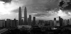KL Panorama - B&W (One_Penny) Tags: city sea sky bw panorama white black skyline clouds skyscraper asia asien southeastasia centre malaysia twintowers kualalumpur kl klcc petronastowers skybar tradershotel malaysien perfectpanoramas