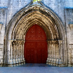 The Door - Lisbon, Portugal (L F Ramos-Reyes) Tags: door leica portugal colors stone architecture contrast design europe arch lisbon reddoor textures colorphotoaward lionfrr bestcapturesaoi theauthorsplaza