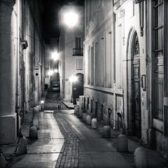Une rue de Montpellier, la nuit (0k1n) Tags: street streets lamp night montpellier ruelle rue nuit rues lampadaire