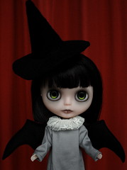Evie 35/52 (Zaloa27) Tags: halloween dark costume doll witch ghost blythe custom batwings rbl translucentskin zaloa27 nostalgicpop