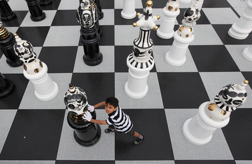 Giant+Chess+Set+Unveiled+Trafalgar+Square+2Q5qNOlfZaFl