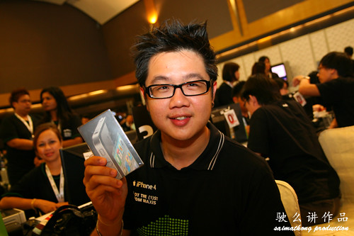 Smashpop - 1st 60 iPhone 4 Customer