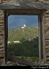 El cuadro del castillo 2 (Virginia Zaragoza) Tags: ventana casa ruina alicante castillo abandonado vinalop virginiazaragoza