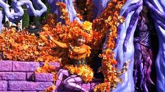 DSC03981 (haphopper) Tags: autumn people halloween dancers performers themepark tokyodisneyland 2010 tdl paradefloat tdr welcometospookyville