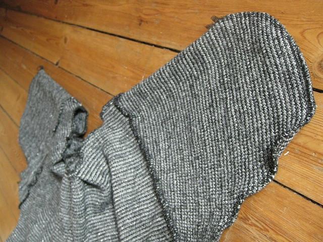 DIY sweater skirt refashion tutorial by Ainokainen 09