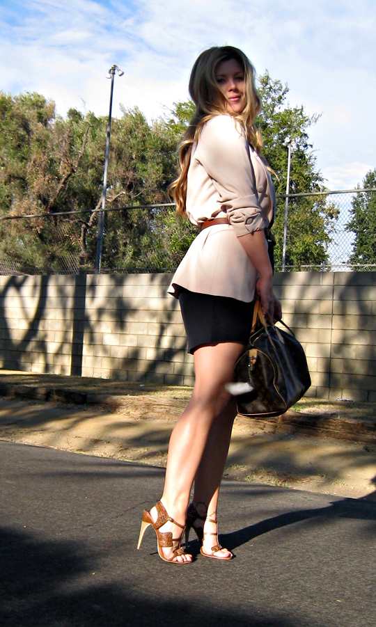 belted blazer+navy and beige+LAMB heels+louis bag