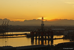 Sunrise in Cape Town (dorena-wm) Tags: light port sunrise southafrica licht capetown hafen sonnenaufgang sdafrika kapstadt mygearandmepremium mygearandmebronze mygearandmesilver mygearandmegold dorenawm mygearandmeplatinum