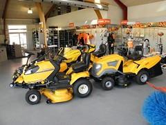 CubCadet lineup (Gert L) Tags: tractor cup cadet lawnmover