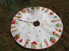 'The Hood' tree skirt (flossyblossy) Tags: christmas houses tree stars skirt pebble quilting