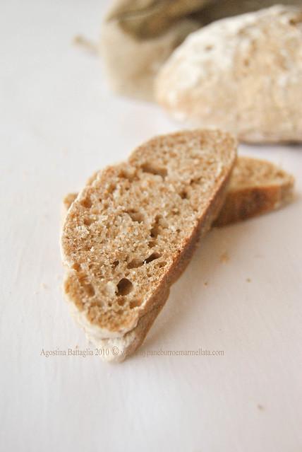 pane integrale di orzo - fetta