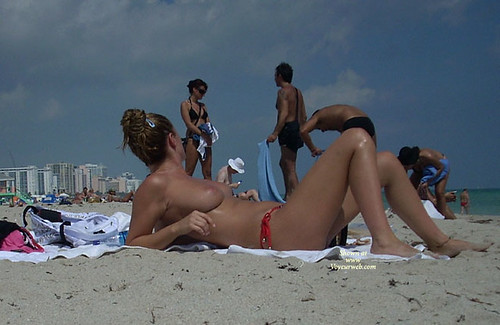 nude lady in public exhibitionist pics: nudist