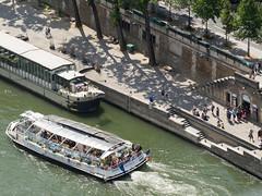 day thirty-four: notre dame (dolanh) Tags: seine france notredamedeparis notredame paris tourboats tower