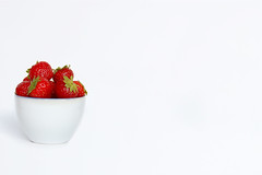 Strawberry vs White (RíchÝ) Tags: red white france green love beautiful berry nikon background awesome cream best sweat lovely yummmy flickrs stawbarry
