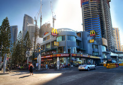 Cavill Mall at lunchtime - Surfers Paradise