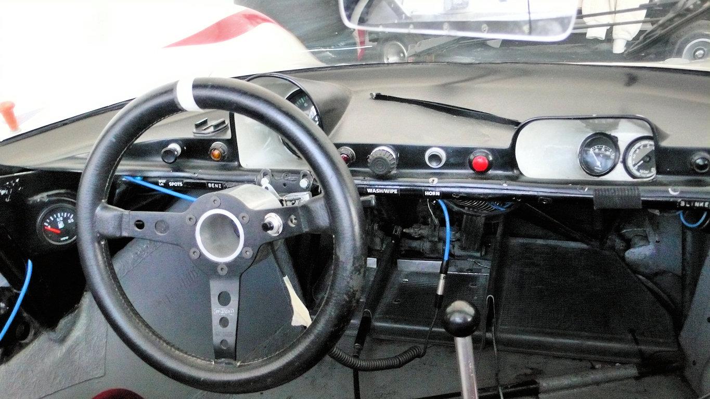Cabina del Porsche 910 del