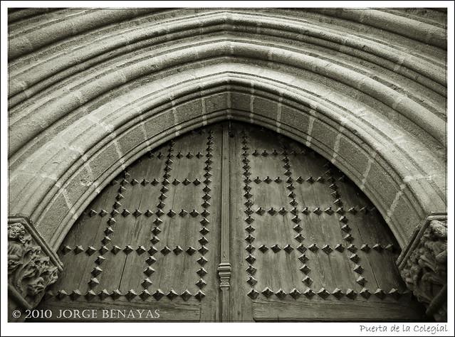 Puerta de la Colegial