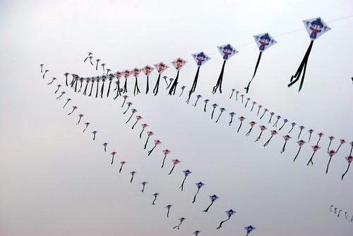 q37 - Kites on the Promenade