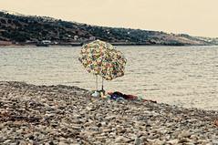 Montegiordano (biros22000) Tags: nikon mare pietre calabria montegiordano cosenza jonio ionio jonico ombrellone d90 nikon105mmf28 105mmf28gvrmicro