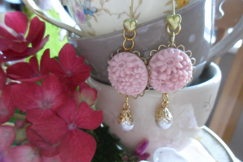 Daisy, heart and pearl earrings