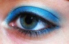 giocando con Zoeva! (L *) Tags: blue portrait selfportrait self eyes nikon makeup autoritratto azzurro ritratto occhio por d60 trucco