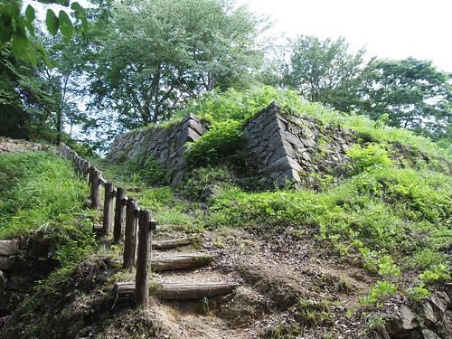 月山富田城三の丸の石垣