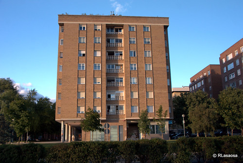 """Fachadas de viviendas sobre la Avenida de Navarra, también conocida como """"La Variante""""."""