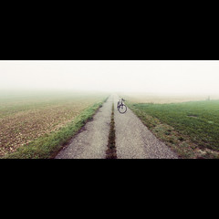Isolation (toon_ee) Tags: green field bicycle fog alone sony sigma 24mm f18 ulm isolate a850 24mmf18exdg sonyphotochallenge sonyalpharumors tpalonely