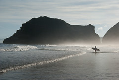 surfing: the approach (beeldmark) Tags: sea beach girl silhouette japan strand japanese coast surfer kagoshima zee surfing pacificocean  nippon  nihon tanegashima kyushu japonais  kust japans northpacific surfen japanisch  eastchinasea wavesurfing beeldmark stilleoceaan golvensurfen oostchinesezee