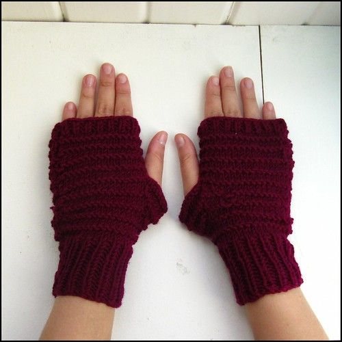 alex gloves in burgundy