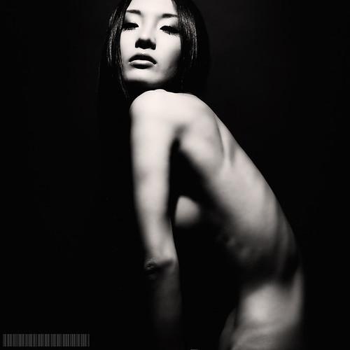 nude photo - HILOCO by Toshiya Usuki