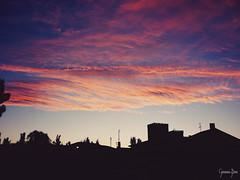 Siluetas al atardecer [ EXPLORE ] (Gemma Bou) Tags: pink blue red sky azul clouds de atardecer al rojo rally pueblo rosa explore amarillo cielo nubes favoritas casas favs siluetas castillo fotogrfico ampudia siluetasalatardecer marablanco rallyfotogrficodeampudia gemmabou vilaje