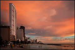 Playa de Bocagrande, Cartagena, Colombia (szeke) Tags: ocean city sunset people urban beach water clouds buildings landscape atardecer colombia playa cartagena 2010 marcaribe caribbeansea bocagrande noiseware cartagenadeindias imagenomic nikviveza2