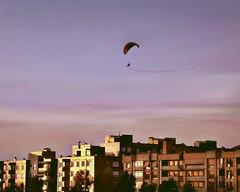 volando al atardecer (guzmania*) Tags: sunset sky espaa sun color sol atardecer flying cielo paraglider len vuelo parapente volando tripleniceshot