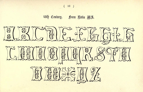 013-Siglo XIII de un manuscrito latino- The book of ornamental alphabets, ancient and mediaeval..1914-F. Delamotte