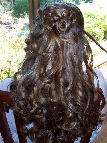 Mode rambut panjang untuk acara pernikahan