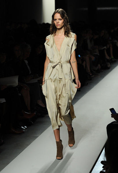 Bottega+Veneta+Milan+Fashion+Week+Womenswear+kHGqDFZ3j_Zl
