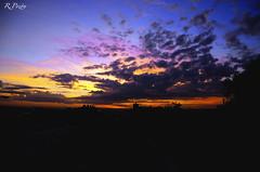 Amanece que no es poco lw (R.Pozón www.rpozon.es) Tags: madrid sky clouds airport spain nikon ruben tokina cielo nubes mad aeropuerto bajaras 1650 28f lemd amancer pozon d300s rpozon wwwrpozones