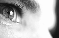 [フリー画像] 人物, ボディーパーツ, 目, モノクロ写真, 201009300100