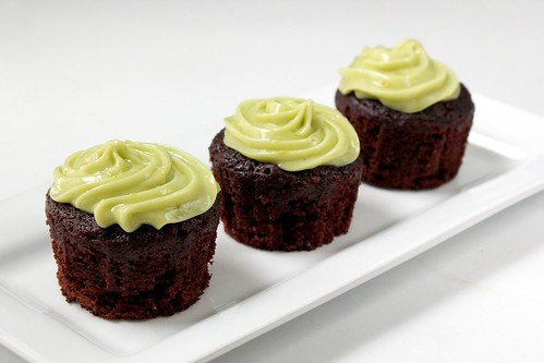 chocolate avocado cupcakes with avocado buttercream