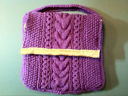 the finished cabled bag