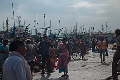 Le port de Vizag (hubertguyon) Tags: india fish port boats market harbour crowd bateaux poisson march inde vizag andhrapradesh andrapradesh marchauxpoissons earthasia fuole eartgasia marchauxpoissons