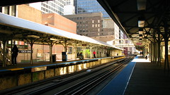 Train Station Chicago Downtown. (escailler arthur) Tags: new city trip light urban usa sun chicago colors architecture america train canon fun photography vacances soleil town us photo illinois day photographie lumire unitedstatesofamerica mtro transport rail streetlife jour powershot northamerica couleur ville urbain amrique etatsunis donwtonw amriquedunord g10 etatsunisdamrique oliviervancayzeele vancayzeele