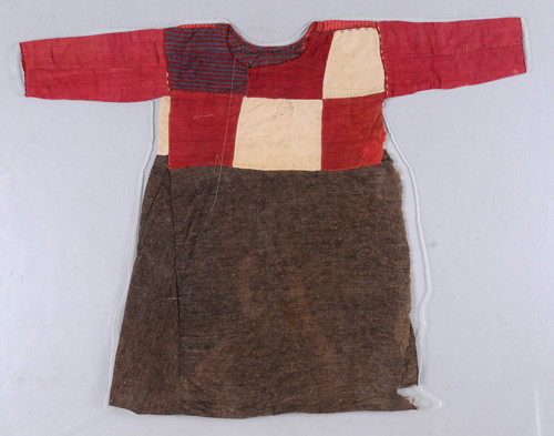 Pullover wool dress, ca. 5th-3rd century BCE.  Excavated from Tomb No. 55 of Cemetery No. 1, Zaghunluq, Charchan, Xinjiang Uygur Autonomous Region, China. © Xinjiang Uygur Autonomous Region Museum.