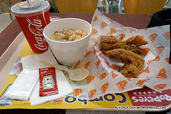 As it was still relatively early when I arrived at the airport, I ordered a set meal from Popeye's to eat