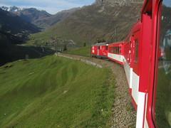 Zug mit MGB Matterhorn Gotthard Bahn Gepcktriebwagen Deh 4/4 II Nr. 22 ( Triebwagen - Baujahr 1975 ) mit Taufname St. Niklaus ( Ehemals Brig - Visp - Zermatt - Bahn BVZ ) unterwegs auf dem Oberalppass im Kanton Uri der Schweiz (chrchr_75) Tags: mountains alps nature train de landscape tren schweiz switzerland suisse swiss natur pass eisenbahn railway zug berge locomotive matterhorn alpen christoph svizzera bahn landschaft treno chemin centralstation uri fer locomotora tog juna mgb 1010 lokomotive lok ferrovia andermatt oberalp bergbahn spoorweg gotthard oberalppass suissa locomotiva lokomotiv ferroviaria  locomotief kanton chrigu  rautatie  zoug trainen kantonuri  chrchr hurni chrchr75 bergstrecke chriguhurni albumbahnenderschweiz albummgbmatterhorngotthardbahn hurni101011