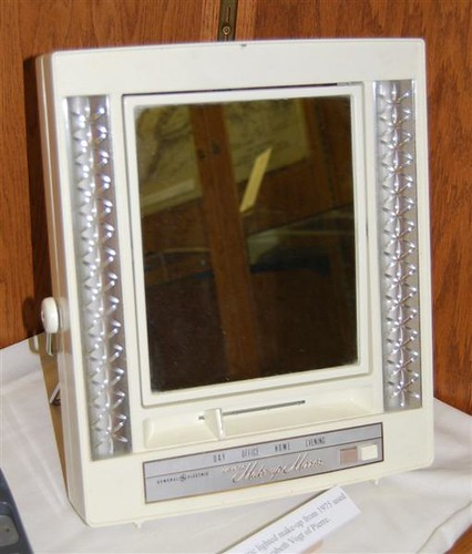 General Electric Lighted Make-up Mirror
