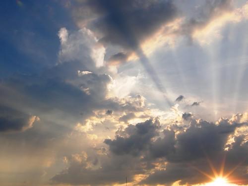 フリー写真素材, 自然・風景, 空, 雲, 朝日・朝焼け・日の出, 日光・太陽光線,