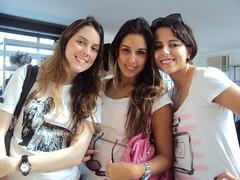 Camila, Simone, e eu (Viso.Arte Comunicao) Tags: bazar alicedisse visoarte