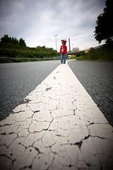 Allone on the road (Wissy's) Tags: kids dark nikon owl bielefeld d300 ostwestfalendamm sigma1020 uww