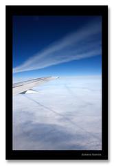 Zerua hegazkinetik, Göteborgera iristen - Suedia (Ainara Garcia Azpiazu) Tags: blue sky azul clouds plane göteborg europa europe sweden cielo nubes suecia avion zerua lainoak hegazkina urdina escandinavia suedia eskandinabia ainaragarcia